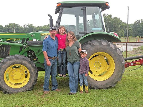Yell Cty FF tractor 2 web t600 jpg?4326734cdb8e39baa3579048ef63ad7b451e7676.'