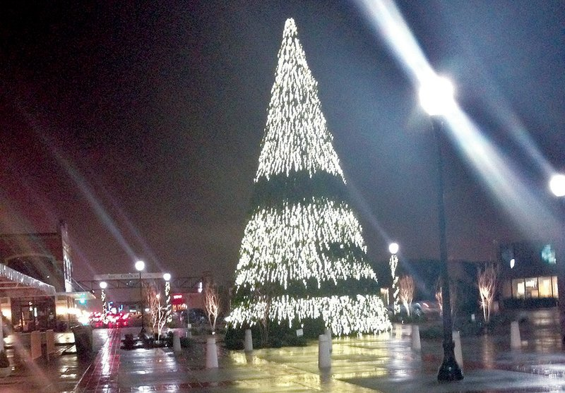 Downtown Conway Christmas 2020 Arkansas Get Lit to take Conway Christmas tree back to fix