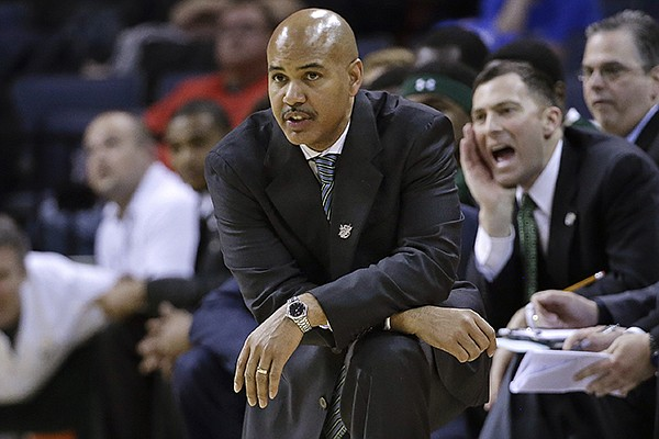 South Florida coach Stan Heath, center, watches the action late in the second half of an NCAA college basketball game against Rutgers at the American Athletic Conference men's tournament Wednesday, March 12, 2014, in Memphis, Tenn. Rutgers won 72-68. (AP Photo/Mark Humphrey)