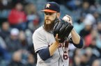 Houston Astros starting pitcher Dallas Keuchel delivers during the first inning of a baseball game against the Chicago White Sox Tuesday, May 17, 2016, in Chicago. (AP Photo/Charles Rex Arbogast)