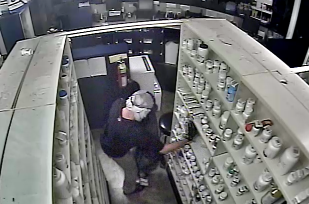 Video Thief Uses Hammer To Break Into Arkansas Pharmacy Steals Pills Authorities Say