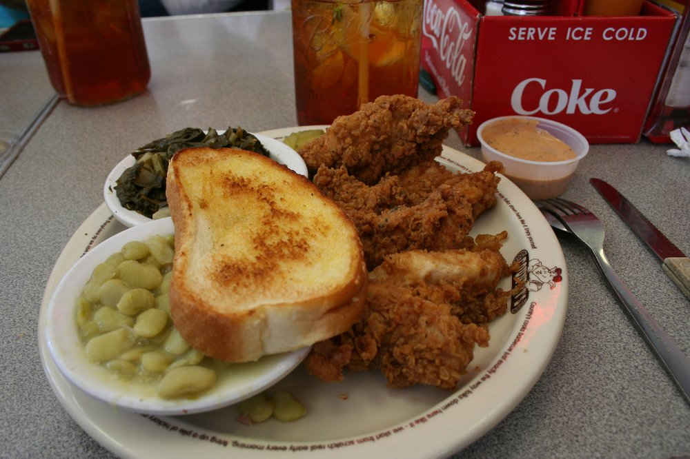 Country's on Broad, a former bus station, has been a downtown restaurant since 1975 and is known for its comfort food of barbecue, ribs and chicken. (Mary Ann Anderson/TNS)