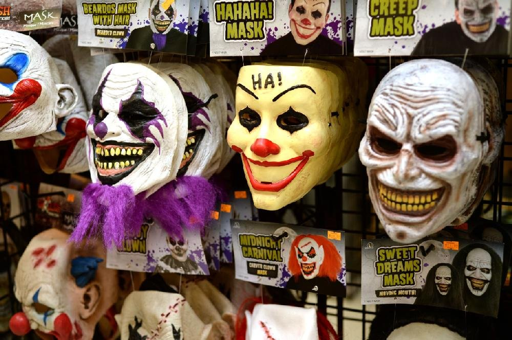 View Free Hugs Clown Spirit Halloween Pics