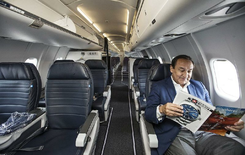 United Airlines Ceo Flies In With Arkansas Businessmen Touts New Plane