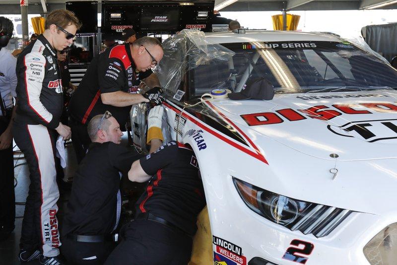 Keselowski Plays Repair Man In Rush To Fix Daytona 500 Car