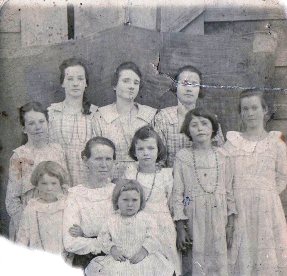 Betty Jackson, wife of Ahyoka's son Oliver, with her nine daughters in 1921 at El Paso, Ark. (Special to the Democrat-Gazette/Jerry Butler)