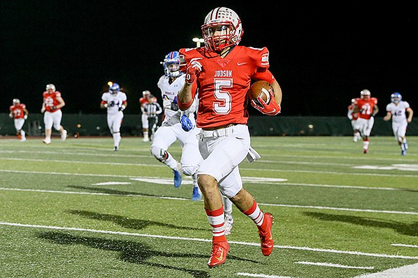 Arkansas quarterback commitment Lucas Coley rushes the ball for Judson High School as a sophomore. (Courtesy Express-News)