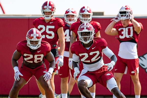 Arkansas linebackers Deon Edwards and Andrew Parker run through a drill during a preseason practice on Sept. 7, 2020.