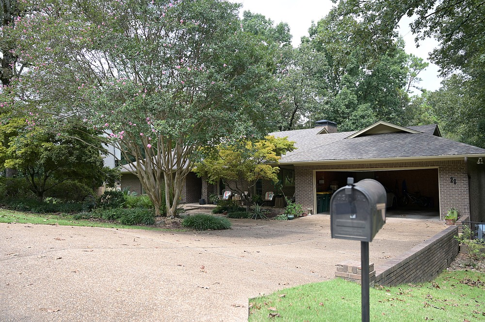 28 Inverness Circle — Owned by Teri and Cade Cox, this house was sold to Kelly Hair and Brooks Coleman for $500,000.