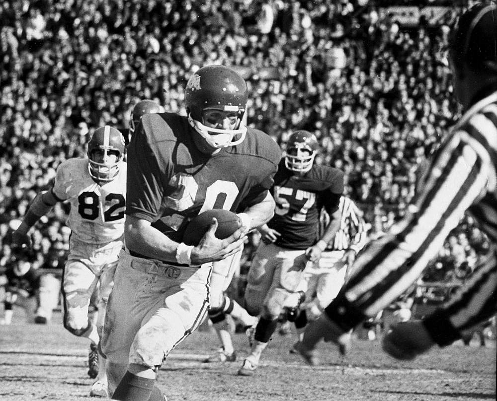 Chuck Dicus scores the game's only touchdown during Arkansas' 16-2 victory over Georgia in the 1969 Sugar Bowl at New Orleans. It was the first meeting between the Hogs and Bulldogs. (AP file photo)