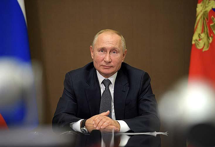 Putin Hunkers Down Through Pandemic
