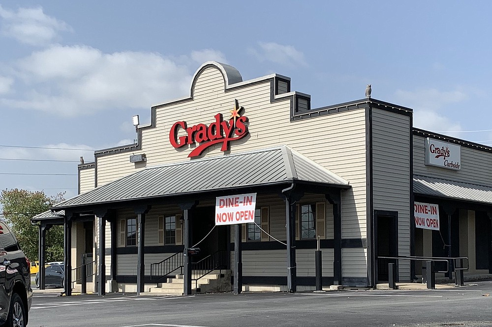 Grady's Pizza & Subs on North Rodney Parham Road opened its dining room a month ago.  (Arkansas Democrat-Gazette/Eric E. Harrison)