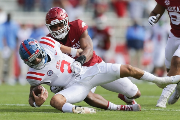 Kiffin impressed with Hogs' defense