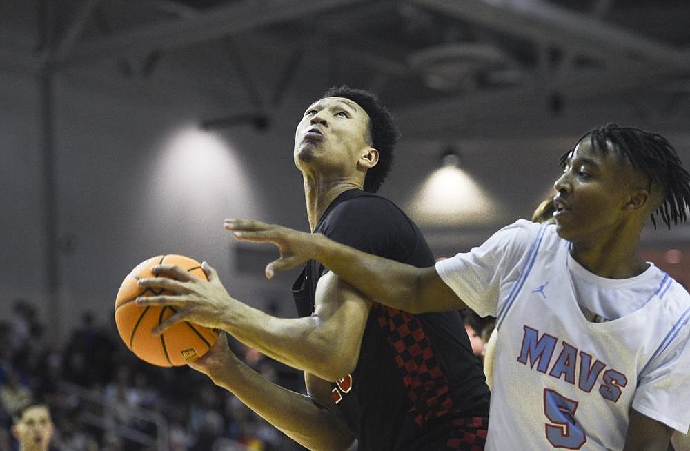 """Jaylin Williams (left) averaged 18.7 points, 12.2 rebounds, 2.7 assists and 2.5 blocked shots per game as a senior at Fort Smith Northside last season. New University of Arkansas teammate Moses Moody said Williams has """"been really solid"""" in practice. """"He's knocking down shots, getting rebounds, setting great picks. … He's been productive, you could definitely say,"""" Moody said. (NWA Democrat-Gazette/Charlie Kaijo)"""