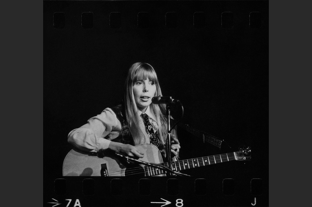 "Joni Mitchell performed at the Canterbury House at Ann Arbor, Mich., on Oct. 27, 1967. The new ""Archives: Volume One, The Early Years (1963-1967)"" includes three sets from the performance. (Joni Mitchell Archives/Al Blixt)"