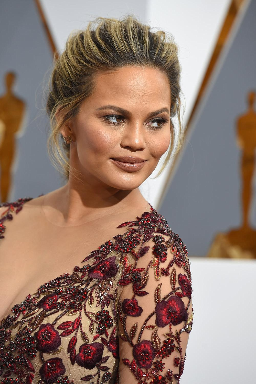 Chrissy Teigen arrives at the Oscars on Sunday, Feb. 28, 2016, at the Dolby Theatre in Los Angeles. 