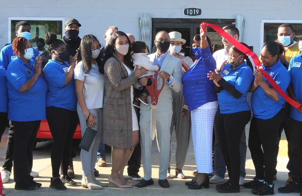 El Dorado residents lined up at Williams Foods before the ribbon was cut to signify its opening. The grocery store is the first in several years in east El Dorado. (Matt Hutcheson/News-Times)