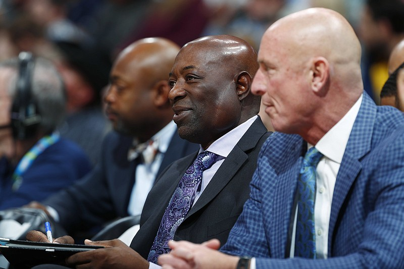 Keith Smart (center), who previously held head coaching positions with three NBA teams, has been hired by Arkansas Coach Eric Musselman as an assistant coach with the Razorbacks. (AP file photo)