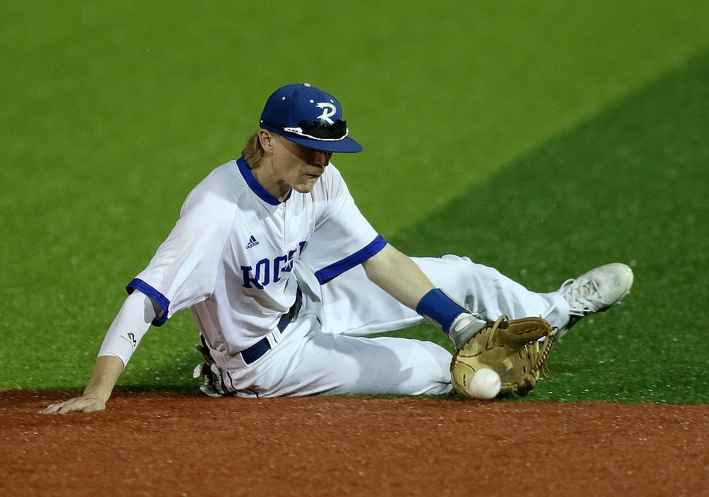 Rogers second baseman Finley Bunch dives for a ground ball during the Mounties' 3-2 victory over Springdale Har-Ber in the Class 6A state championship game Thursday. More photos at www.arkansasonline.com/521baseball6a/ (Arkansas Democrat-Gazette/Thomas Metthe)