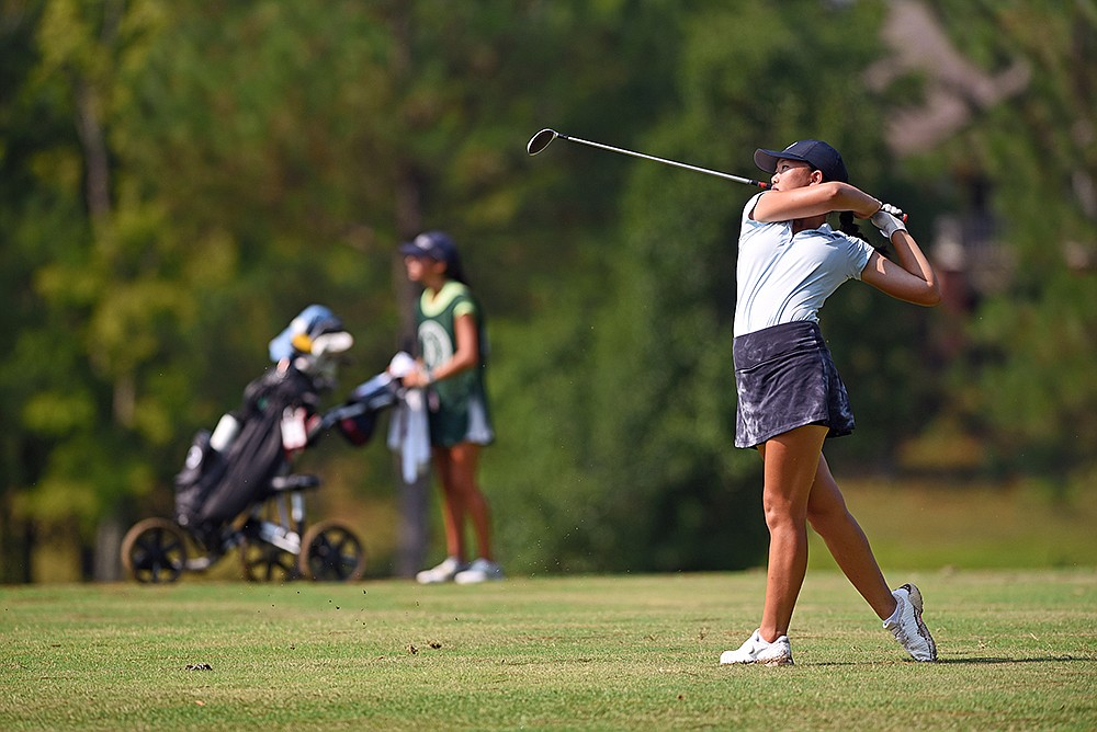 Mackenzie Lee tees off on the 10th hole Friday during her 6-and-4 victory over Anna Kate Nichols in the girls final of the ASGA Junior Match Play Championship at Eagle Hill Golf Course in Little Rock. More photos at arkansasonline.com/724golf/. (Arkansas Democrat-Gazette/Staci Vandagriff)