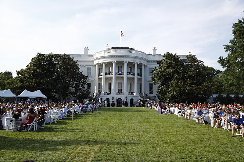 Is Trump Really In Dc Christmas 2020 D.C. holiday salute to U.S. draws crowds