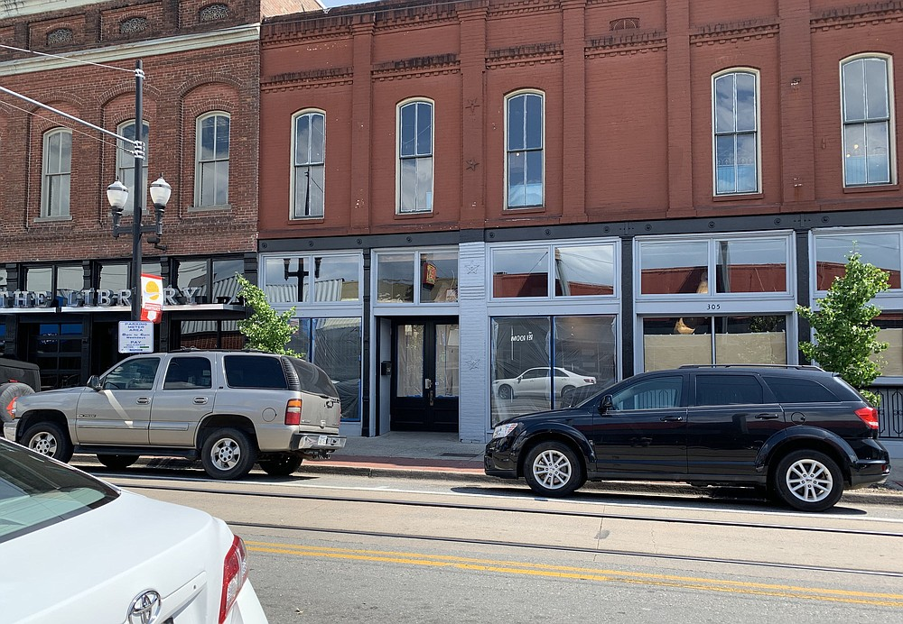 The space on President Clinton Avenue that was formerly Ernie Biggs is becoming the Little Rock branch of Fayetteville's Cannibal and Craft.  (Arkansas Democrat-Gazette/Eric E. Harrison)