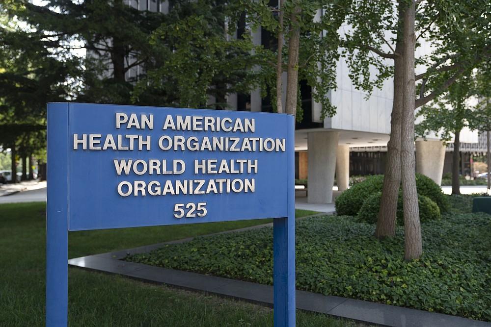 La señalización se encuentra afuera de la oficina regional de la Organización Mundial de la Salud para las Américas en Washington, DC, el 26 de agosto de 2020. DEBE CRÉDITO: Foto de Bloomberg de Stefani Reynolds.