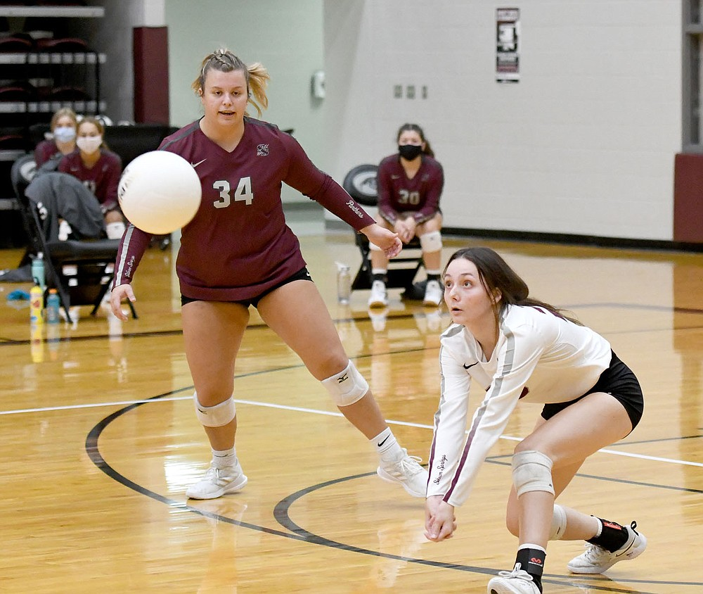 Bud Sullins/Special to Siloam Sunday Siloam Springs senior Micah Curry, left, looks on as senior teammate Hanna Fullerton prepares to dig a ball during Thursday's 5A-West Conference volleyball match with Alma. Alma defeated Siloam Springs 3-2.