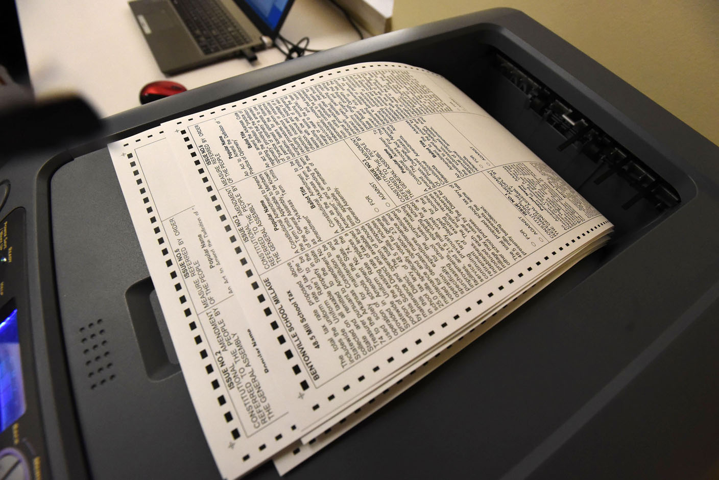 Voting tricky from abroad on state sites