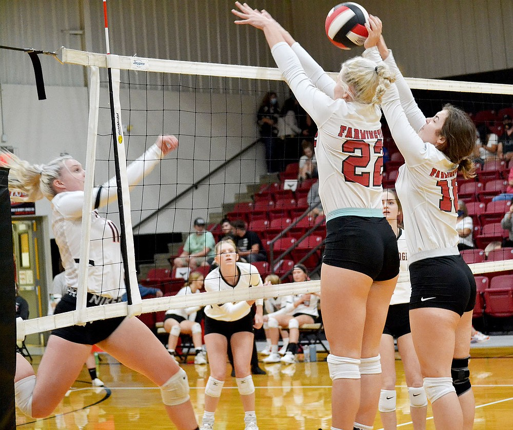 Lady Cardinals' varsity team lost to Pea Ridge Thursday, Oct. 8, 2020 — 19-25, 21-25 and 22-25. The Lady Cardinals put up a great fight, tying the score several times.