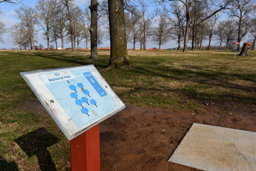 A disc golf course is located at Kathleen Johnson Memorial Park in Lowell. Go to nwaonline.com/210111Daily/ to see more photos. (NWA Democrat-Gazette/Flip Putthoff)