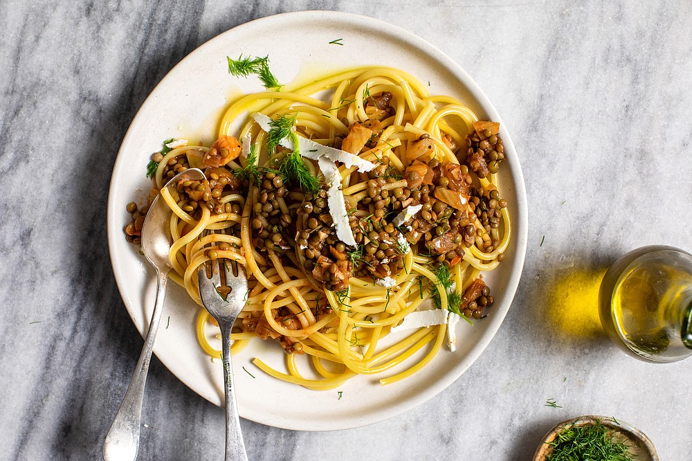 Spaghetti With Lentils, Tomato and Fennel (The New York Times/Andrew Scrivani)