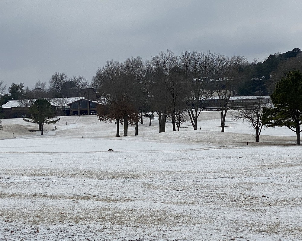 Terri O'Byrne/Weekly Vista Bella Vistans wake to a cover of snow Friday morning and 18 degree temperatures. The country club golf course lies in silence under a snowy sky and the club house watchful eye.