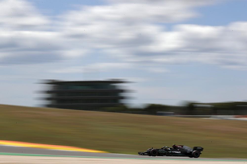 O piloto finlandês da Mercedes Valteri Bodas corre com seu carro durante o primeiro treino livre na sexta-feira, 30 de abril de 2021, no Circuito Internacional de Alcorve perto de Portimau, Portugal, antes do Grande Prêmio de Fórmula 1 de Portugal.  O Grande Prémio de Portugal decorrerá no domingo.  (Foto AP / Petição Fernandes)
