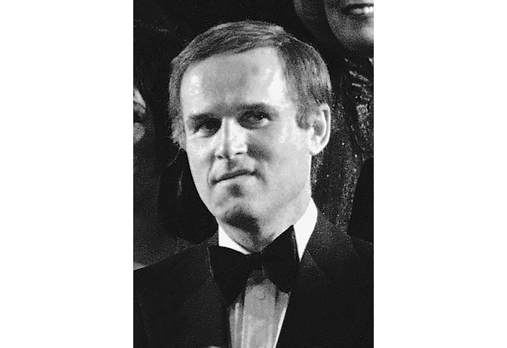 """FILE - Actor Charles Grodin appears during the grand finale of the """"Night of 100 Stars"""" benefit gala in New York's Radio City Music Hall on  Feb. 15, 1982. Grodin, the offbeat actor and writer who scored as a newlywed cad in """"The Heartbreak Kid"""" and the father in the """"Beethoven"""" comedies, died Tuesday at his home in Wilton, Conn. from bone marrow cancer. He was 86. (AP Photo/Ron Frehm, File)"""