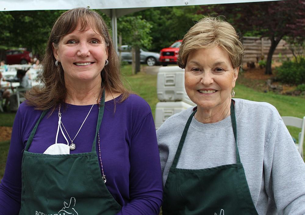 Karen Cox (left) and Lynda Grier, BGO volunteers, help out at Chefs in the Garden. (NWA Democrat-Gazette/Carin Schoppmeyer)