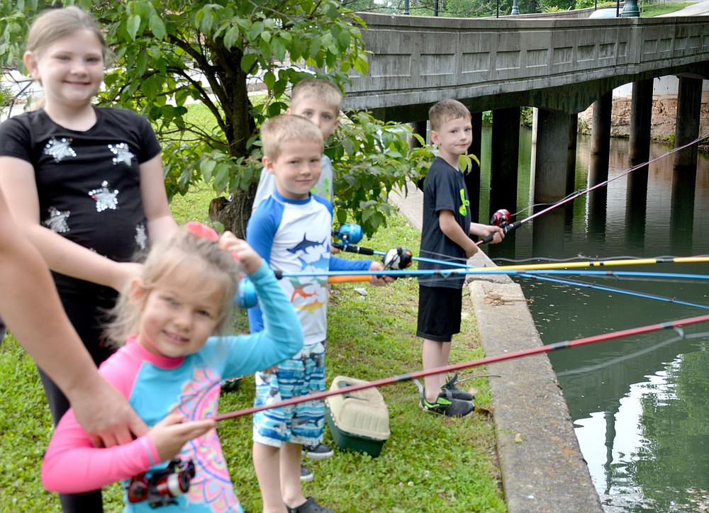 Marc Hayot/Herald-Leader Natalee Fullerton, 4 scratches her head as Adyson Lux (left), 8, Liam Fullerton, 6, Brantley Lux, 5, and Diesel Lux, 5 smile at the camera.