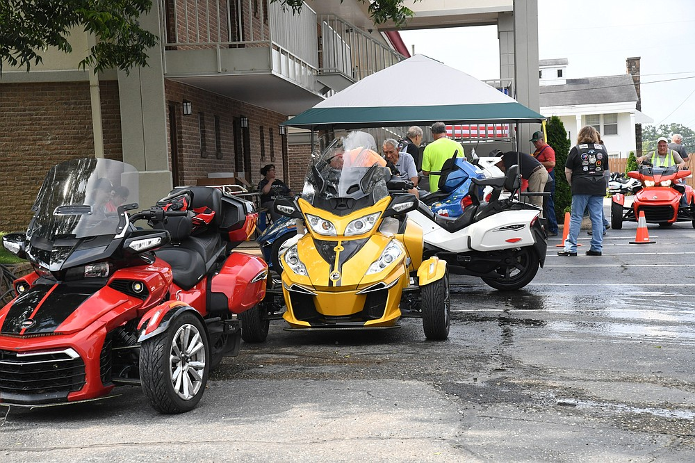Multiple Spyders are parked at the Best Western Winners Circle for the Spyder rally.  - Photo by Tanner Newton of The Sentinel-Record
