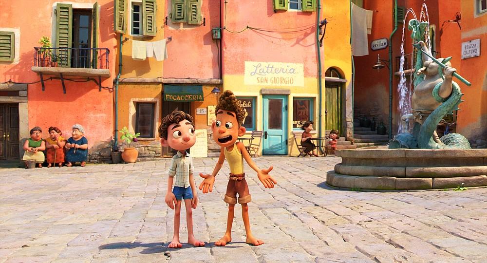 """Questa immagine diffusa dalla Disney mostra i personaggi Alberto, doppiato da Jack Dylan Grazer, a destra, e Luca, doppiato da Jacob Tremblay in una scena del film d'animazione """"Luca."""" (Disney tramite AP)"""