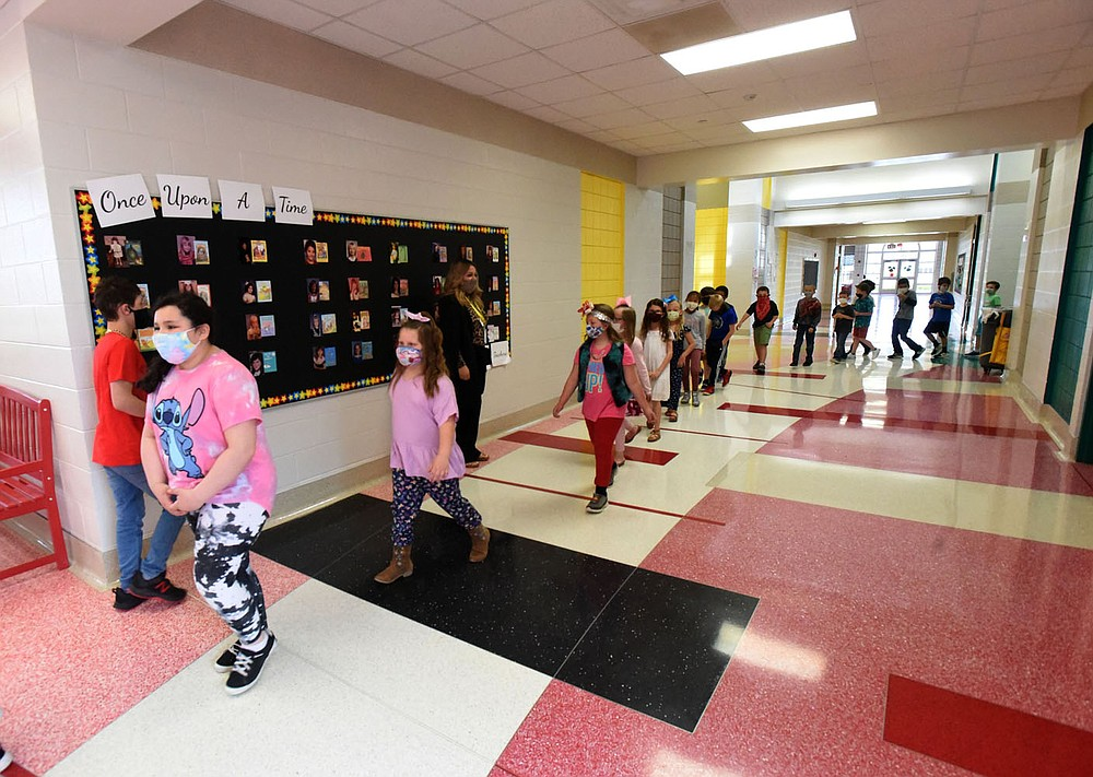 Students file through hallways on Friday April 9 2021 at Sonora Elementary. The school is on a five-year plan to become a school of innovation. (NWA Democrat-Gazette/Flip Putthoff)