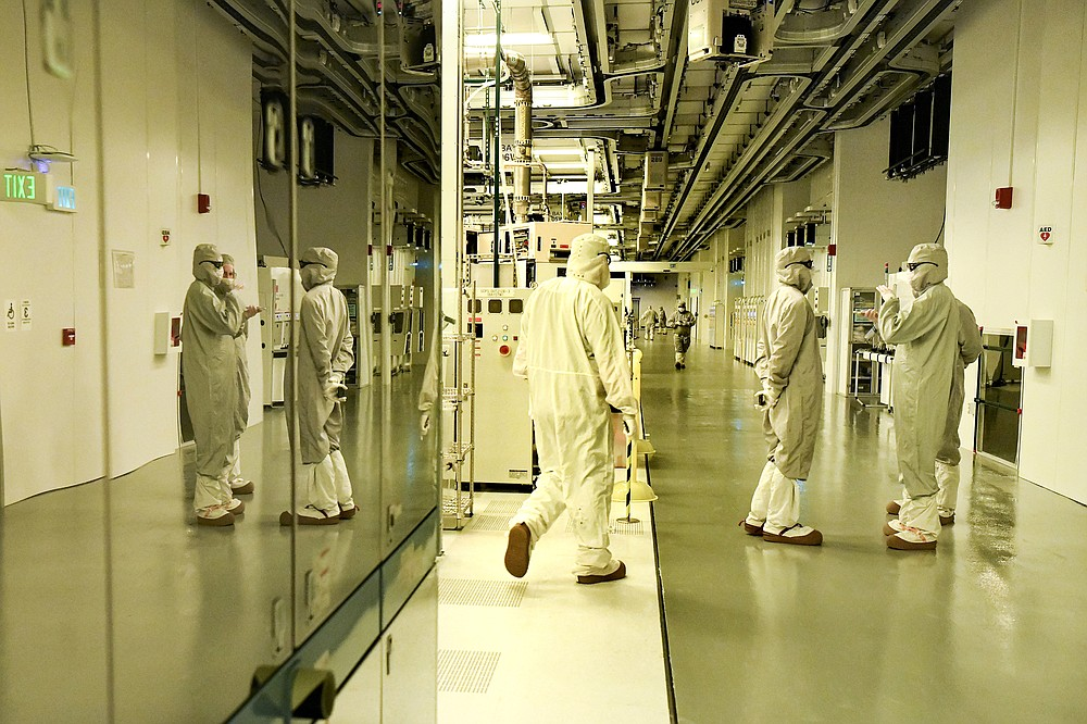 Semiconductor chips are manufactured in the clean room at GlobalFoundries Fab 8 in Malta, N.Y. MUST CREDIT: Photo for The Washington Post by Cindy Schultz