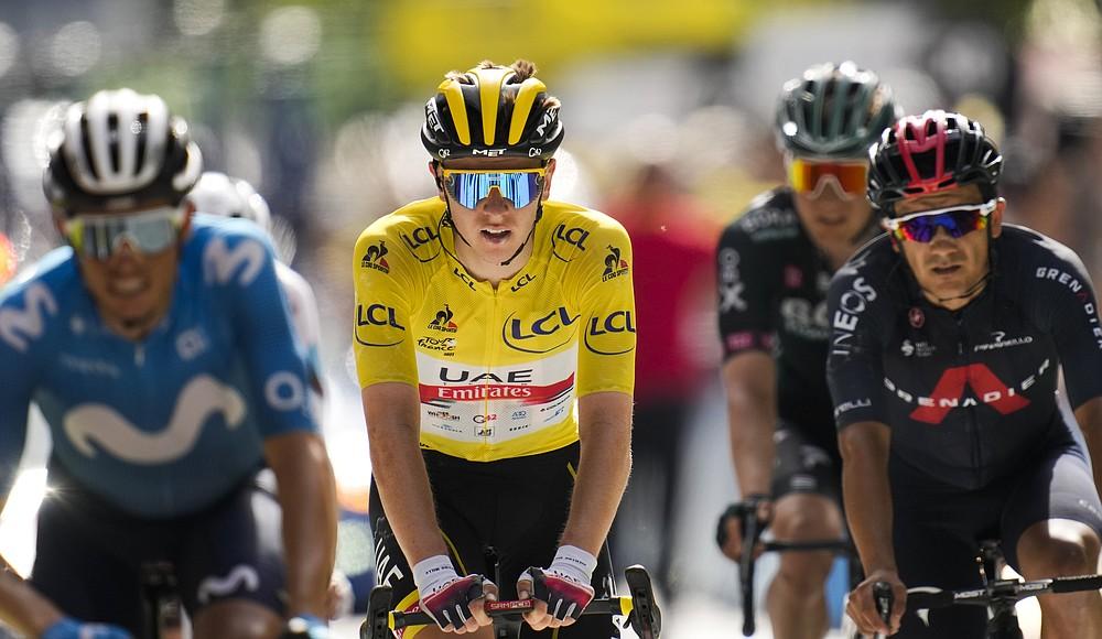 Enrique Moss d'Espagne, Wilco Gelderman des Pays-Bas et Richard Carabas de l'Équateur, portant le maillot jaune du général, à gauche et à droite, au départ de la dernière étape de la quinzième manche du Tour de France 19,1,3 km (118,9 miles) dimanche , 20 et 21 juin Terminé à Vella.  (AP Photo / Christophe Ena)