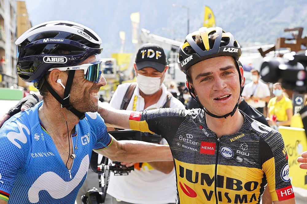 L'Espagnol Alejandro Valverde, deuxième, à 191,3 kilomètres (118,9 miles) après la quinzième étape du Tour de France cycliste sur la gauche, s'est terminé dimanche à Andorre-la-Vieille, Andorre.  , 11 juillet 2021. (via Thomas Samson / Pool Photo AP)