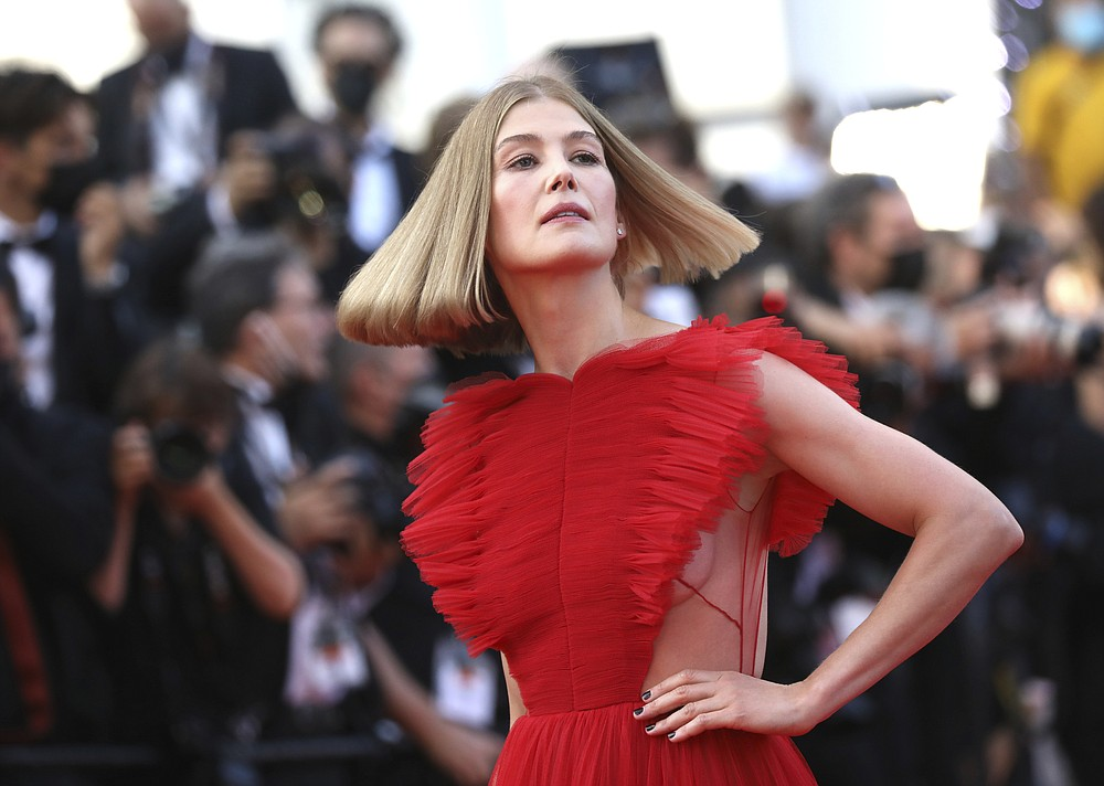 Rosamund Pike poses for photographers upon arrival at the awards ceremony and premiere of the closing film 'OSS 117: From Africa with Love' at the 74th international film festival, Cannes, southern France, Saturday, July 17, 2021. (Photo by Vianney Le Caer/Invision/AP)