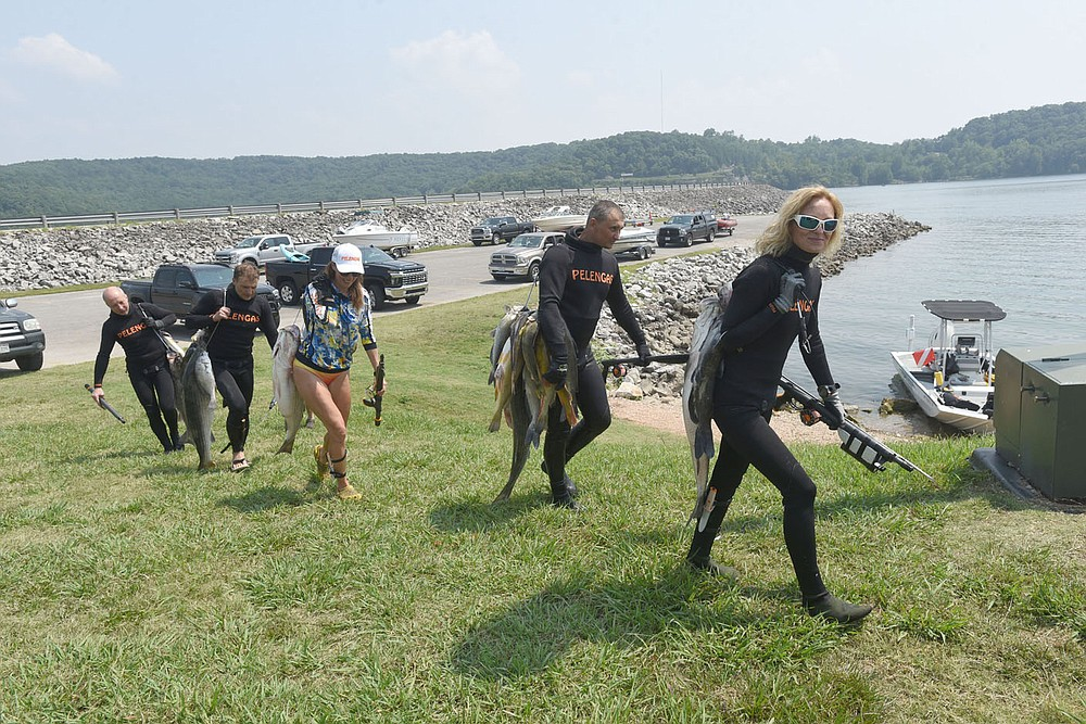 The spearfishing team from Ukraine carries July 22 2021 their fish to the weigh-in. (NWA Democrat-Gazette/Flip Putthoff)