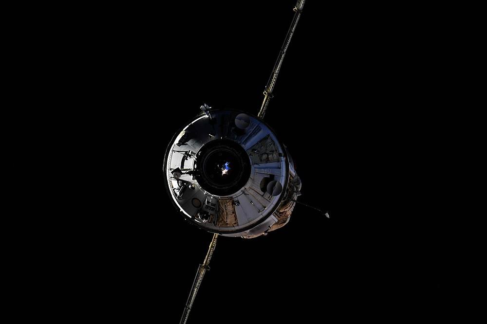 На этом снимке, сделанном российским космонавтом Олегом Новицким и предоставленным космической пресс-службой Роскосмоса, модуль