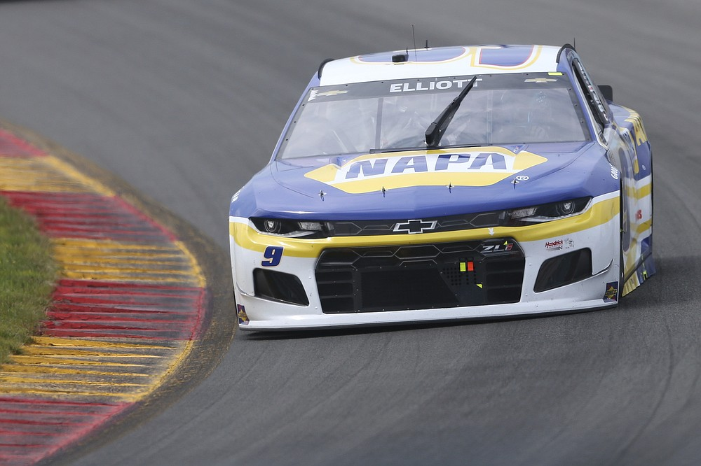 Chase Elliott (9) drives the esses during Stage 1 of a NASCAR Cup Series car race in Watkins Glen, NY on Sunday August 8, 2021. (AP Photo / Joshua Bessex)