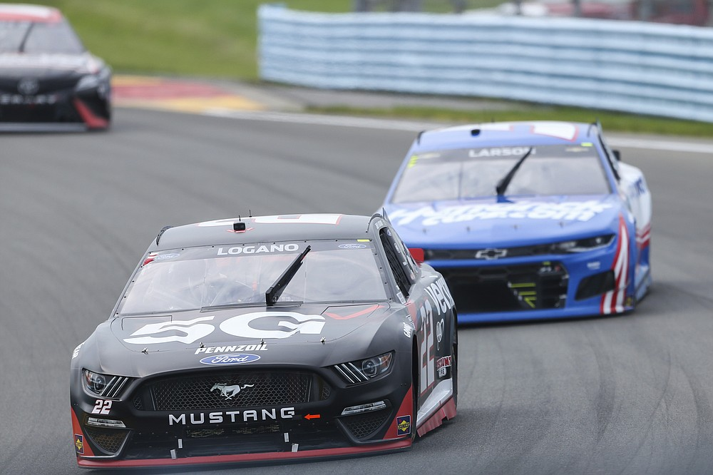 Joey Logano (22) leads Kyle Larson (5) as they ride the wheels in a NASCAR Cup Series car race in Watkins Glen, NY on Sunday August 8, 2021 (AP Photo / Joshua Bessex)