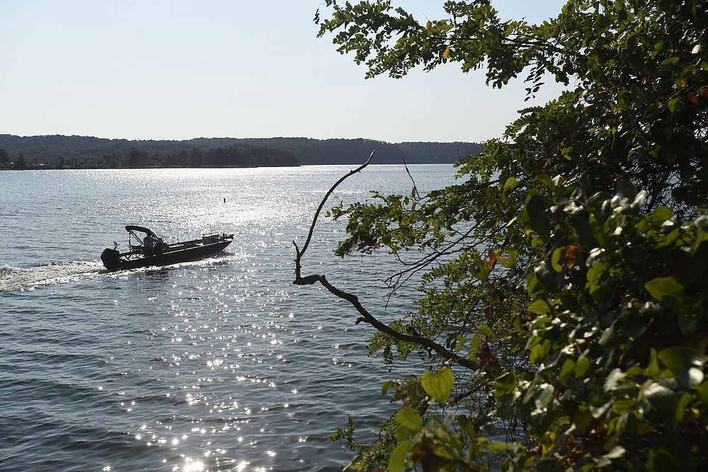 The Army Corps of Engineers is studying a plan to buy parcels of private property at Beaver Lake that are prone to flooding during high lake levels.  (NWA Democrat-Gazette/Flip Putthoff)