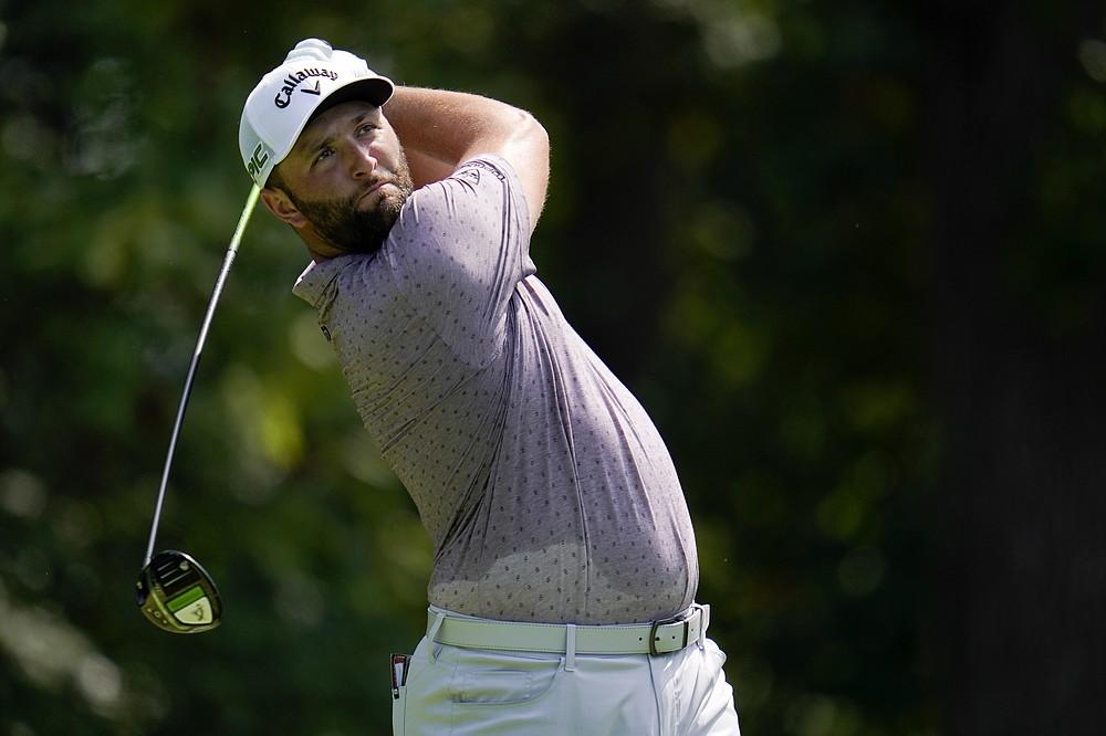 Jon Rahm de España comienza desde el quinto hoyo en la tercera ronda del Torneo de Golf BMW Championship, el sábado 28 de agosto de 2021, en Caves Valley Golf Club en Owings Mills, Maryland (AP Photo / Julio Cortez)